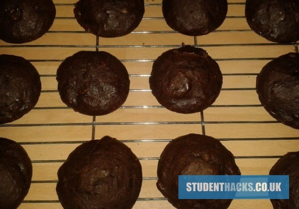 Banana-and-chocolate-cupcakes-697x450