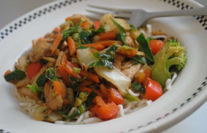 Easy-Chinese-chicken-stir-fry-1-700x450