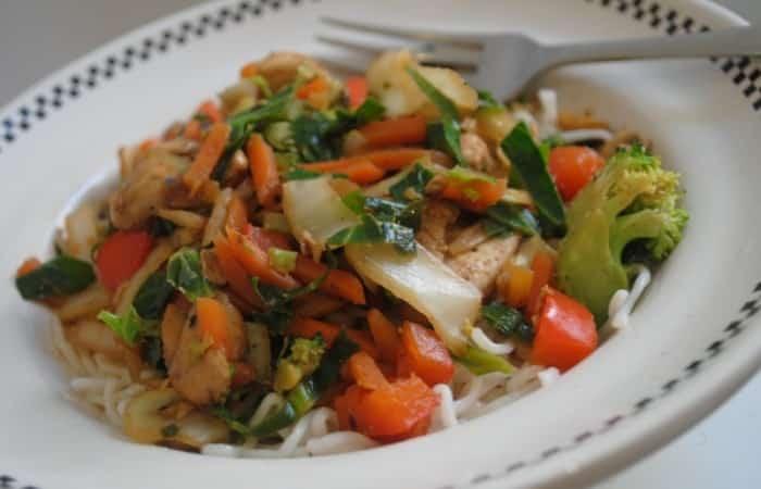 Easy-Chinese-chicken-stir-fry-1-700x450